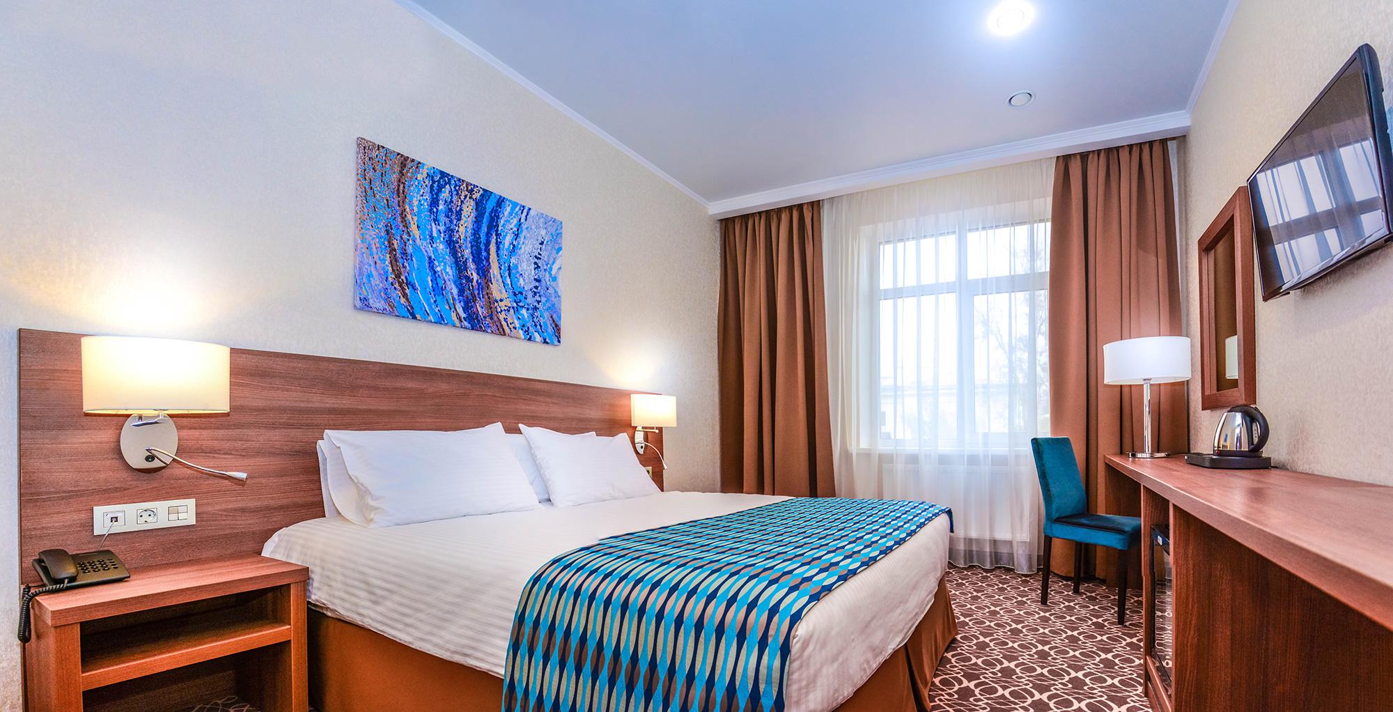 Raymond-Hotel-1